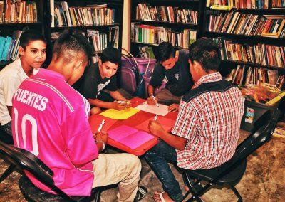 """In the shelters, not only are basic needs served, but also information and technical legal advice on migration are offered. In many shelters, they have play activities or workshops on health, human rights, or other topics. (Ana Luz Minera Castillo. """"Hermanos en el Camino"""" shelter, Ixtepec City, Oaxaca, Mexico.)"""